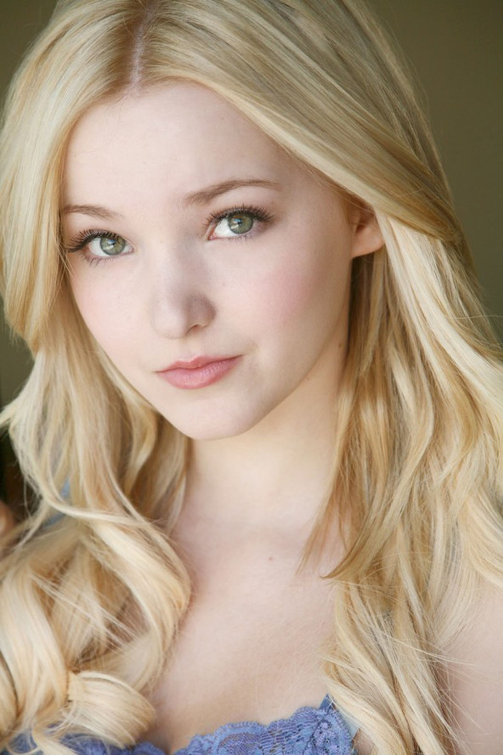 Liv and Maddie Actress Joins Hailee Steinfeld in Barely
