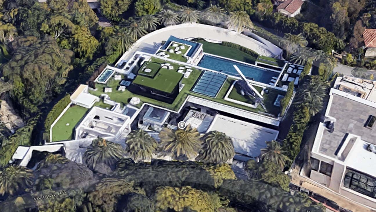 Bel Air Mansion Once Listed At 250 Million Finally Sells For 94 Million The Hollywood Reporter