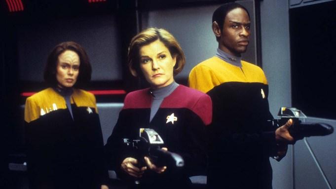 Kate Mulgrew, Roxanne Dawson, and Tim Russ in Star trek Voyager