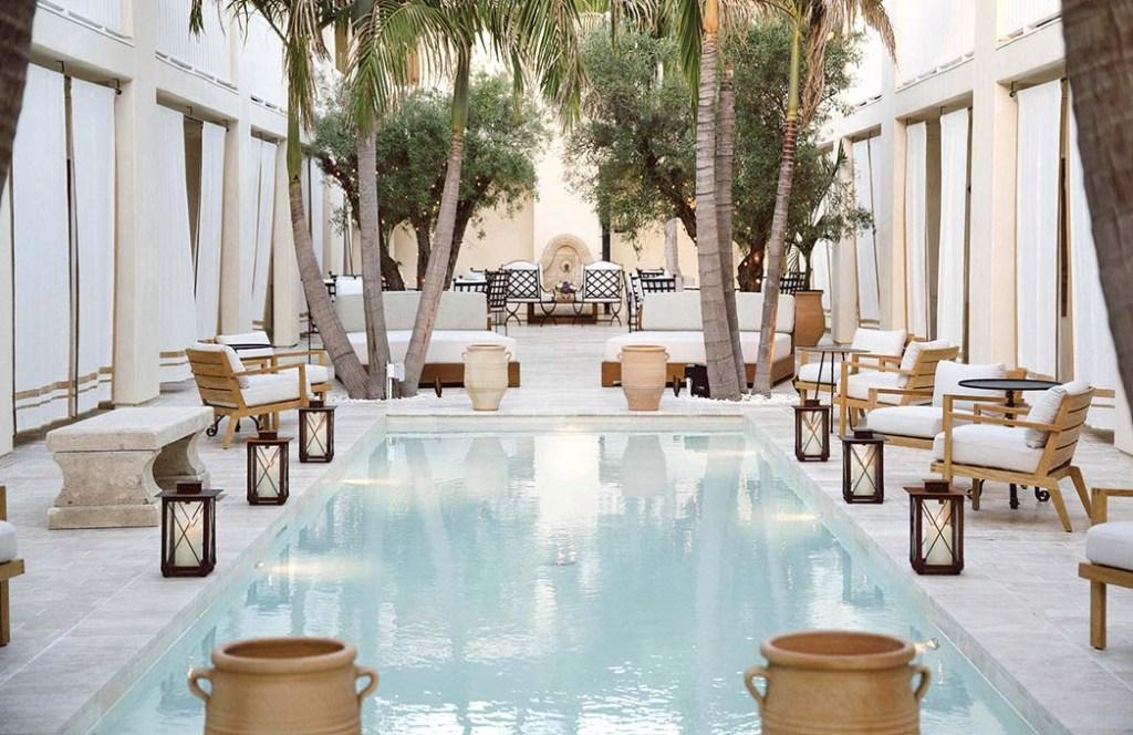 Cara Hotel pool