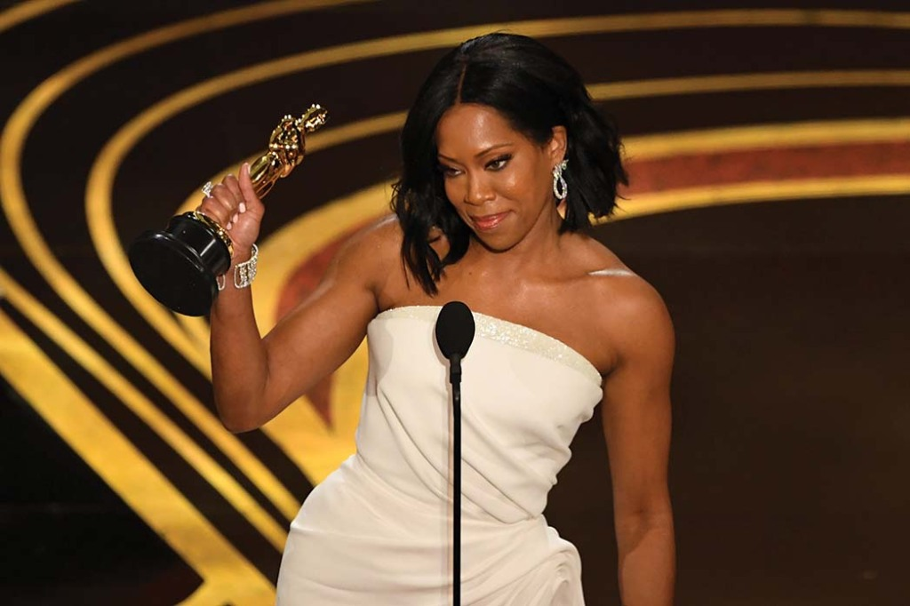 Accepting her Oscar for If Beale Street Could Talk.