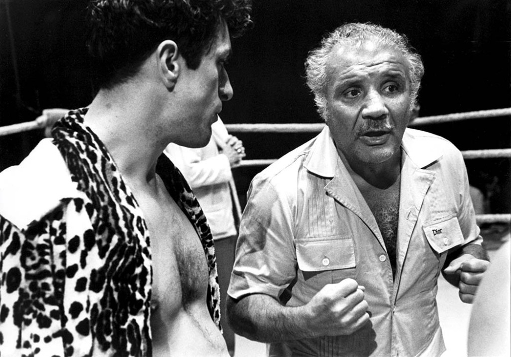 LaMotta (right) advising De Niro and the crew during the shoot.