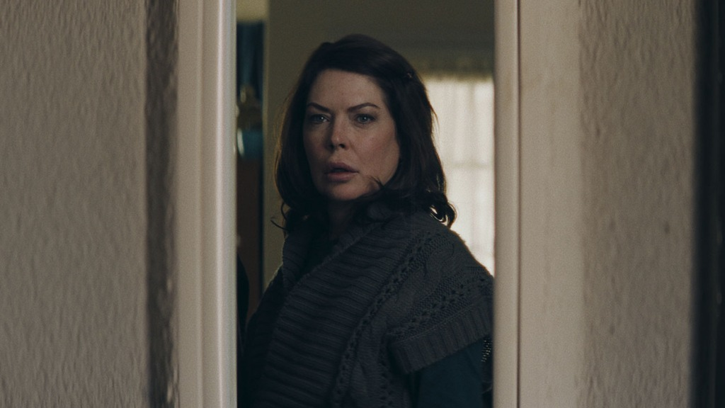 """Lara Flynn Boyle Is Back on the Big Screen But Don't Call It a Comeback: """"I Never Went Anywhere"""" - Hollywood Reporter thumbnail"""
