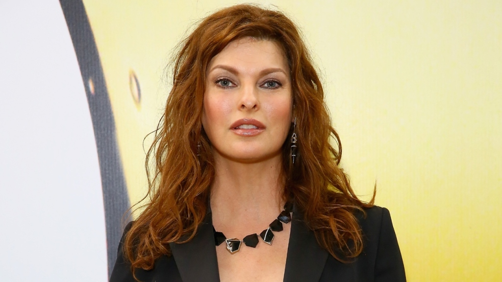 """Supermodel Linda Evangelista Claims She's """"Permanently Deformed"""" After Cosmetic Procedure thumbnail"""